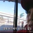 맥도날드의 무인주문기를 이용하는 할머니 (디지털소외)