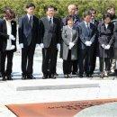 민홍철·김경수·서형수 봉하마을 盧묘역 '눈물의 참배'
