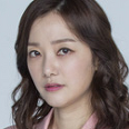 윤정빈 역